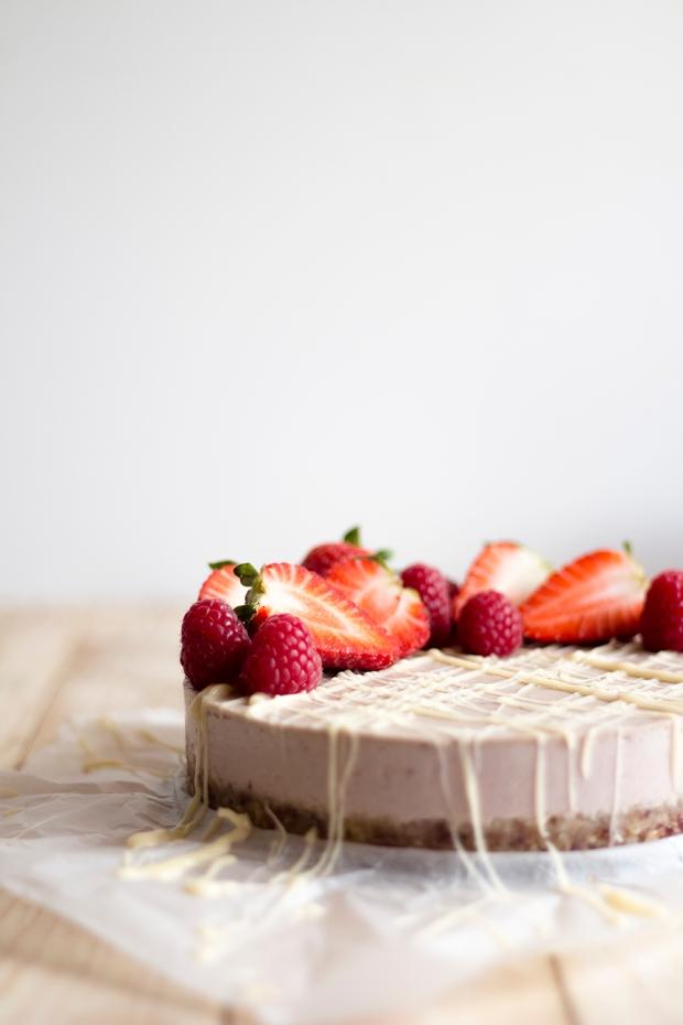 raw strawberry cake_3